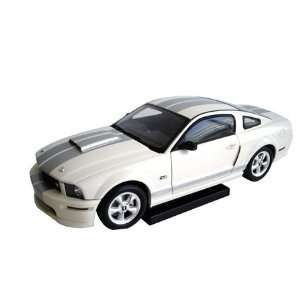 2007, 118, White) Ford diecast car model, silver stripe Toys & Games